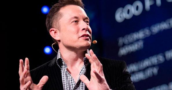 Como Elon Musk prende a atenção do público?